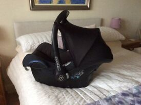 Maxi cosi baby seat, from birth with wedge and snuggle hood