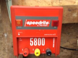Mains electric fence energiser