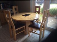 Solid Oak Dining Room table and 4 chairs. Excellent Condition.