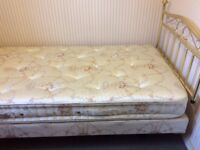 Good condition single divan bed, good condition and and hardly used.
