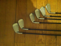 Taylor Made Mens RH Golf irons