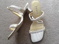 Wedding tiara and ivory wedding shoes size 39 (uk 6.5/7)