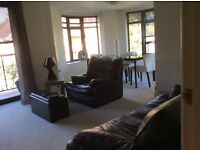 POOLE (Lower Parkstone) A Quality 2 Bed Apartment In Smart Location