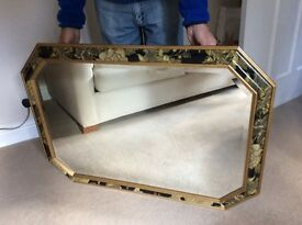 Beautiful bevelled mirror. As new. 105 cm x 75cm