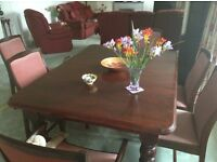 Quality extending dining room table with 6 chairs