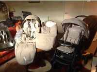 Graco Deluxe Travel System including Car Seat Base Immaculate Condition Only Used for 2 weeks