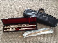 Pearl PF-501 flute. Excellent condition. Great for beginners.