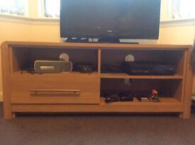 Tv stand in oak veneer
