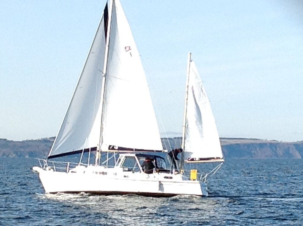 TWIN ENGINED 10m FG 6 BERTH YACHT COMPLETELY REFURBISHED