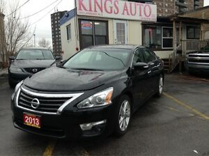2013 Nissan Altima 2.5 SL, NAVI, LEATHER, BACK-UP CAM, SUNROOF.