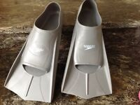 Swimming training fins / flippers