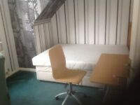 Single room double size to let