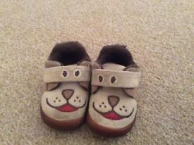 Excellent condition Boys Infant Clarks Slippers size 3G