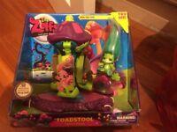 The Zelfs Twirling Toadstool Twirl N Swing Playset With Ribbita Frog Zelf