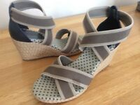 """White Stuff"" Navy Leather/ Natural Sandals Size 4"