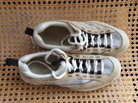Henri Lloyd sailing shoes size 7