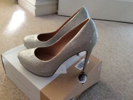 Silver Sparkly heel shoes