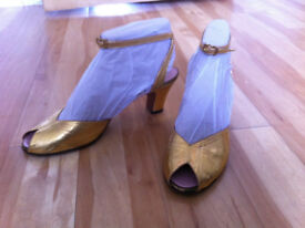 Retro Gold low heel shoe Size approx 7.5/8 or 42