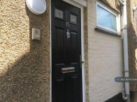 2 bedroom flat in Hollyfield Avenue, London, N11 (2 bed) (#1170309)