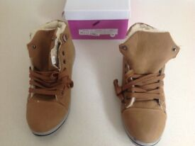 Camel colour ankle boots, size 39
