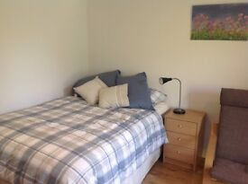 Beautiful new bed/sitting room with en-suite and own entrance.