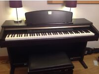 Quality Digital piano, Yamaha Clavinova CLP-130 including adjustable piano stool - rosewood effect