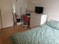 **EXTRA LARGE room. 3 min tube! Storage room! 4 min Westfield. Avial NOW!