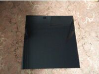 SANDSTROM BLACK GLASS SPLASHBACK 60CM