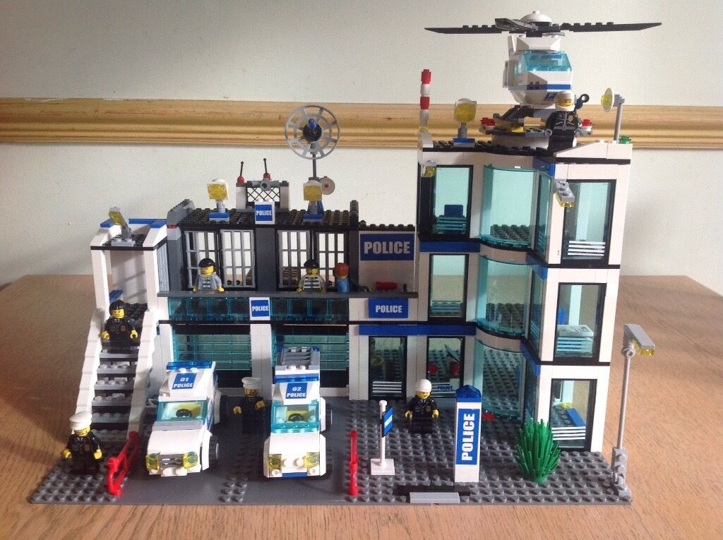 Lego City Police Station 7498 And Helicopter 7741 In