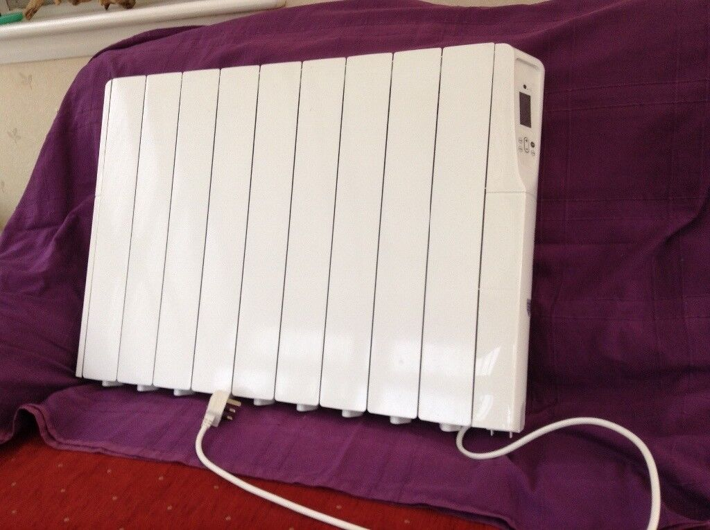 Oil filled wall mounted radiator