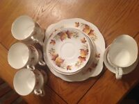 Vintage teaset with leaf design