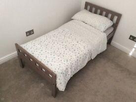 Children's toddler bed