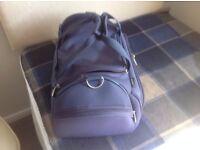 Travel bag with plenty of zipped pockets