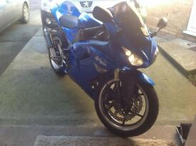 zx 10 r with very low milage and a great colour