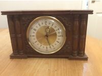 Small mantle clock
