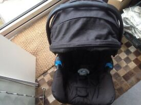 Graco car seat / carrier with base