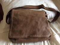 Manteray Leather Bag