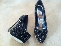 VGC STUNNING Ladies Black and Silver Studded Dress Shoes (Heels Stilettos UK Size 6)