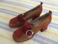 1970S RETRO LADIES SUEDE SHOES