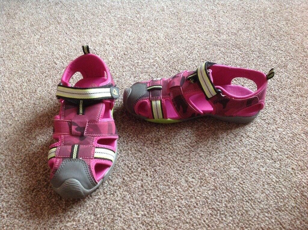 e24c9b8018c Clarks Sandals   Water Friendly Shoes size 2