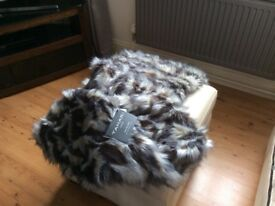 Faux fur throw new with tags