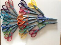 Set of 18 craft scissors with wooden stand