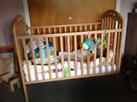 Mamas & Papas Amelia Cot incl. mattress & bedding - VGC