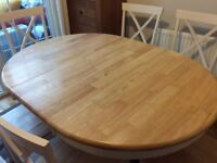 6 Seater Extendable Dining Room table and Chairs