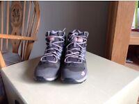 North Face Women's hiking boots(size 6 1/2)