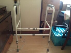 Aidapt free stand height adjustable toilet frame