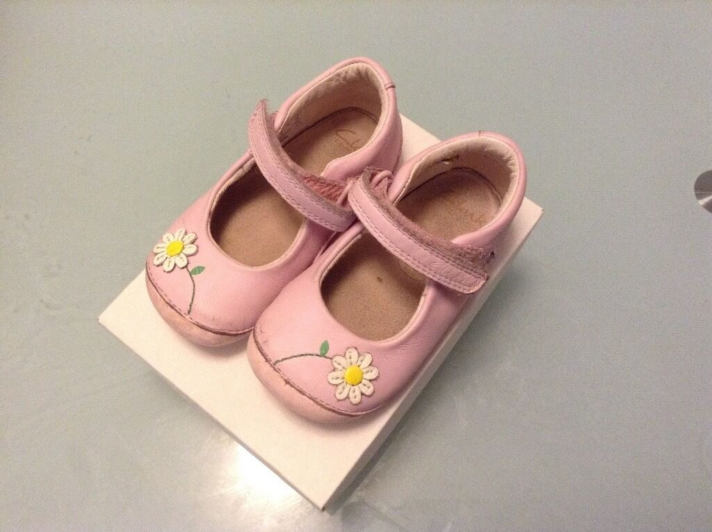 b579677f65e Clarks pink baby first crawling and walker shoes for girls size 5