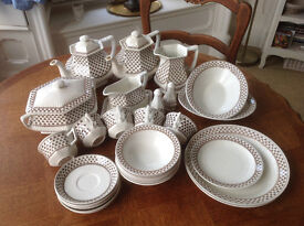 Adams Sharon China. 27 pieces. vintage 1970/1980's