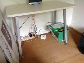 White desk 1000x600