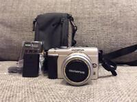 Olympus E-PL1 PEN digital camera (mint condition)